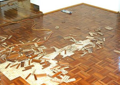 Removing mosaic parquetry after being damaged by water usually doesn't provide major headache
